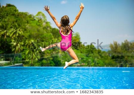 Kind meisje springen zwembad water leuk Stockfoto © O_Lypa
