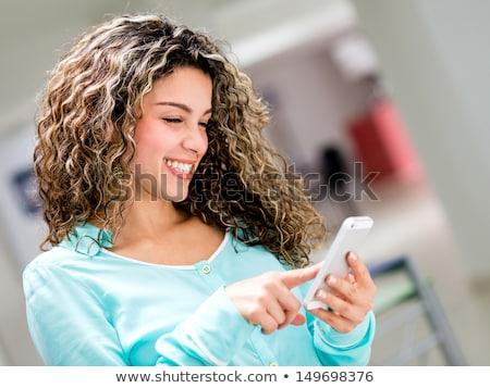 Zakenvrouw typen sms bericht Stockfoto © stevanovicigor
