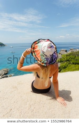 femme · séance · pierres · belle · brunette - photo stock © massonforstock