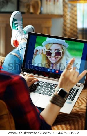 Adolescente à carreaux shirt maison immobilier hypothèque Photo stock © dolgachov