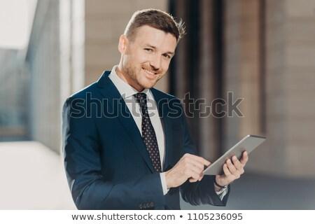 Zadowolony biznesmen online banku konto kontakcie Zdjęcia stock © vkstudio