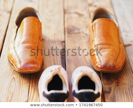 extravagante · rosa · botas · mujer · moda · piernas - foto stock © phbcz