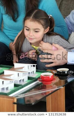 Meisje naar schaal model toekomst home Stockfoto © photography33