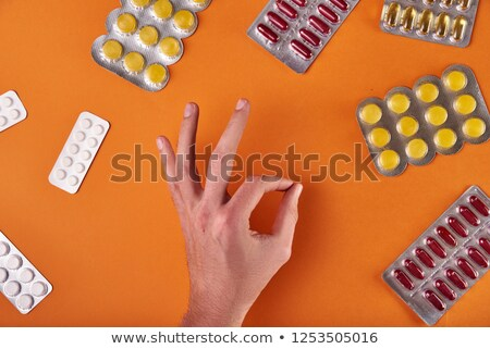 gyógyszerész · tart · üvegek · drog · gyógyszertár · üzlet - stock fotó © 3mc
