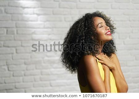 hermosa · mujer · naturales · pelo · sonriendo · cámara - foto stock © iofoto