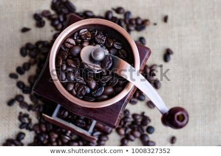 kahve · öğütücü · kahve · çekirdekleri · ahşap · masa · dizayn · arka · plan - stok fotoğraf © diabluses