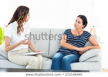 Terapeuta słuchania pacjenta kanapie biuro kobieta Zdjęcia stock © wavebreak_media