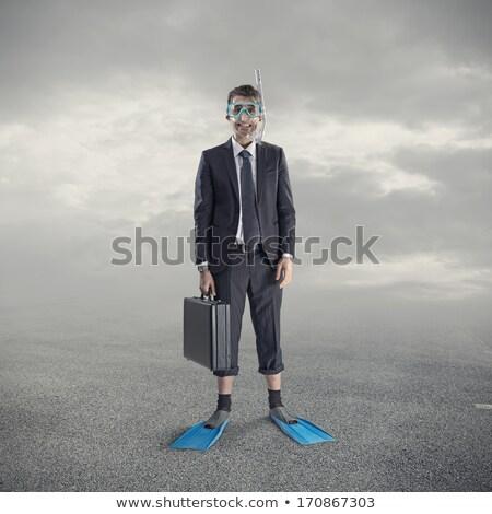 Férfi pózol búvárkodik maszk óceán homok Stock fotó © wavebreak_media