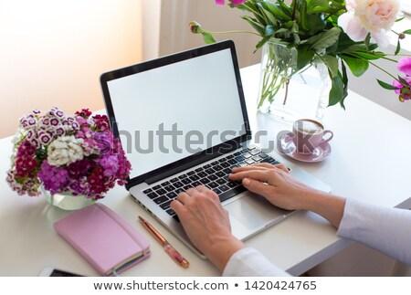 Boeket bloemen beker koffie roze exemplaar ruimte Stockfoto © Illia