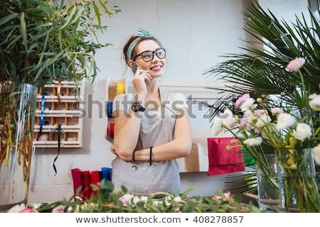 Derűs fiatal nő kertész beszél mobiltelefon áll Stock fotó © deandrobot