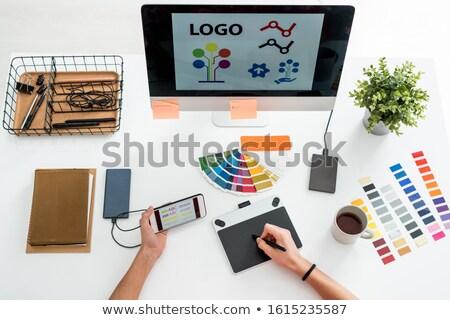 Stok fotoğraf: Düzen · eller · web · tasarımcı · pikap · iğnesi · ekran