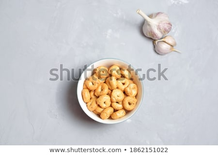 Tuzlu tuzlu kraker sepet arka plan halka Stok fotoğraf © grafvision