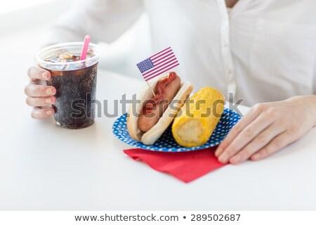 Mujer manos maíz perro caliente cola Foto stock © dolgachov