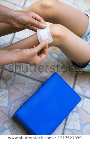 Kobieta bandaż mały chłopca medycznych dziecko Zdjęcia stock © photography33