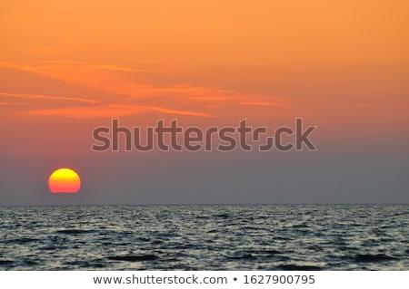 ストックフォト: オレンジ · 日没 · 海 · 太陽 · 後ろ · 雲