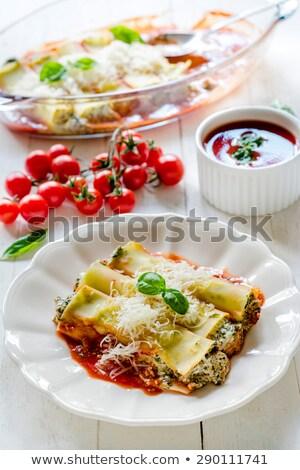 vegetariano · macarrão · recheado · espinafre · queijo - foto stock © badmanproduction