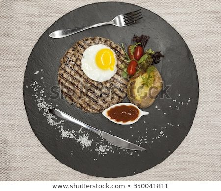 Grande succosa alla griglia bistecca carne uovo Foto d'archivio © mcherevan
