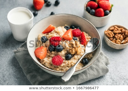 framboises · yogourt · cuillère · délicieux · verre · fraîches - photo stock © illia