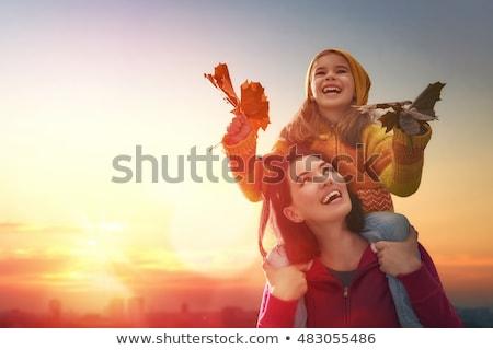 Madre piccolo figlia giocare autunno Foto d'archivio © dashapetrenko