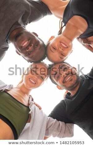 Alulról fotózva négy fiatal sportolók néz megérint Stock fotó © pressmaster