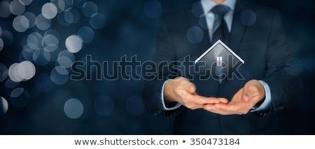 保護 不動産 信頼性のある 保険 住宅 手 ストックフォト © FidaOlga