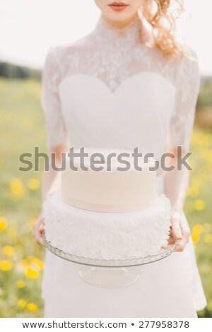Tortul de nunta în picioare zid de cărămidă Imagine de stoc © dashapetrenko