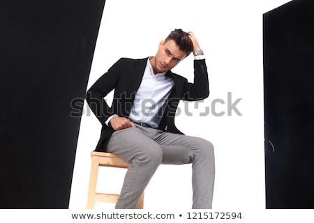 Guapo joven pensando mirando hacia abajo Foto Foto stock © feedough