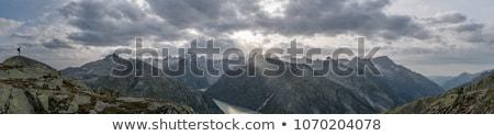 Stok fotoğraf: Kaldırdı · ellerini · bulutlu · gökyüzü · el · ışık · arka · plan