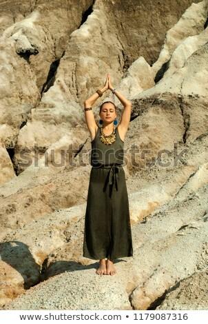 Piękna sportowiec kobieta stałego głowie skał Zdjęcia stock © vlad_star