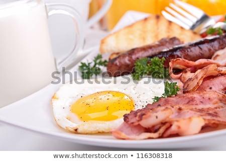 Főtt reggeli brunch tükörtojás szalonna sült Stock fotó © Digifoodstock