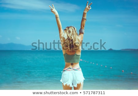 jonge · vrouw · poseren · strand · bikini · water · meisje - stockfoto © boggy