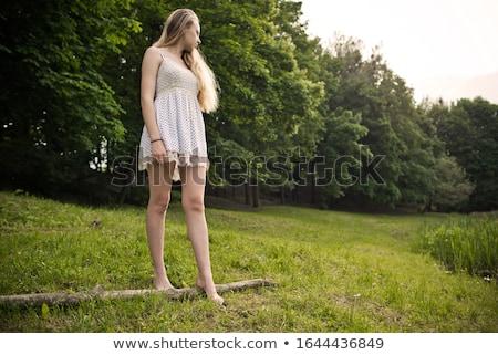 jovem · loiro · mulher · jeans · calção · azul - foto stock © acidgrey