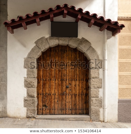 Oude houten deur oude huis Barcelona Stockfoto © ShustrikS