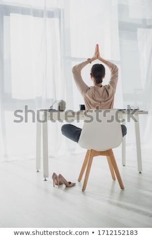 女性実業家 · 瞑想 · スツール · 女性 · 企業 · 小さな - ストックフォト © photography33