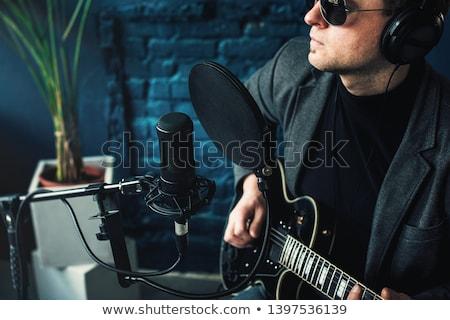 man · microfoon · zingen · gezicht · gelukkig - stockfoto © jackethead