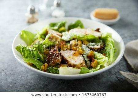 saludable · pollo · a · la · parrilla · ensalada · cesar · queso · mesa · de · madera · hoja - foto stock © juniart