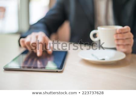 Stok fotoğraf: Adam · kahve · fincanı · okuma · haber · kafe
