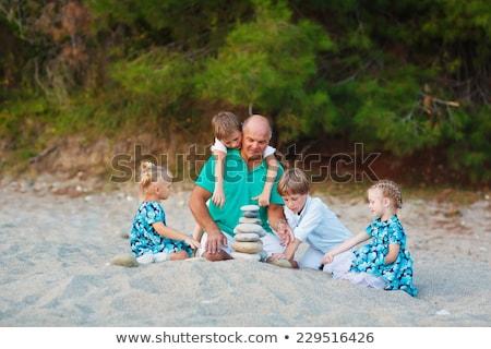 pais · criança · mar · costa · pirâmide · pedras - foto stock © Paha_L