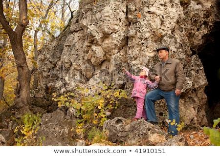 деда дочь пещера мужчин путешествия листьев Сток-фото © Paha_L