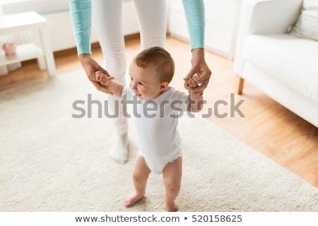 матери · ходьбе · женщину · , · держась · за · руки · девочку - Сток-фото © orensila