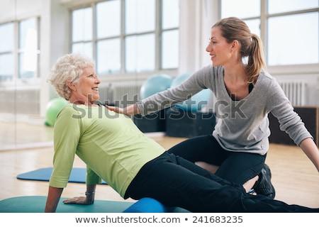 Szkolenia siłowni instruktor kobieta fitness Zdjęcia stock © IS2