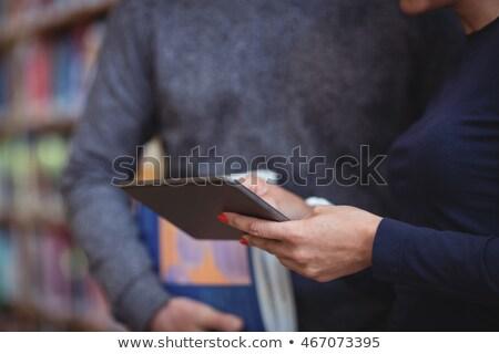 Foto d'archivio: Maturo · studenti · digitale · tablet · college