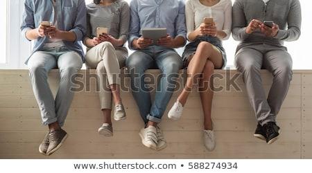 Felice studenti seduta finestra cellulare corridoio Foto d'archivio © wavebreak_media