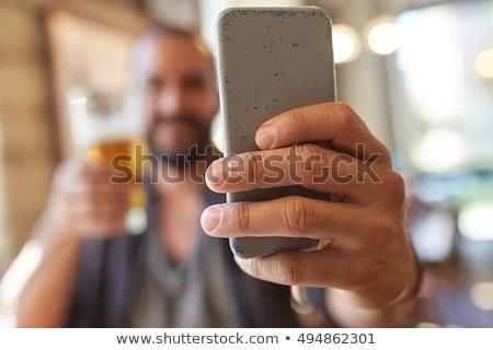 Uomo smartphone birra pub persone Foto d'archivio © dolgachov