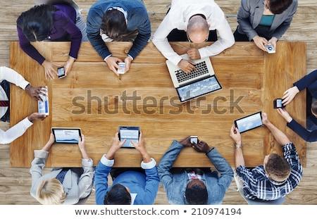 Több nemzetiségű csapat mobil üzlet telefon telefon Stock fotó © ambro