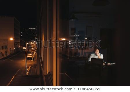 устал · женщину · спальный · служба · таблице · ночь - Сток-фото © jayfish
