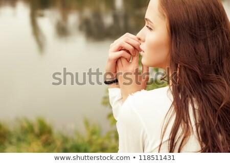 sedutor · mulher · jovem · lábios · vermelhos · em · pé · posando - foto stock © konradbak