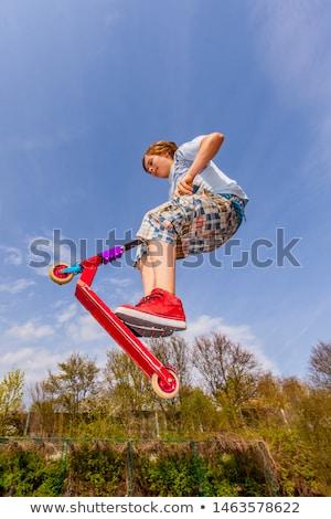 Fiú ugrik moped gerincoszlop korcsolya élvezi Stock fotó © meinzahn