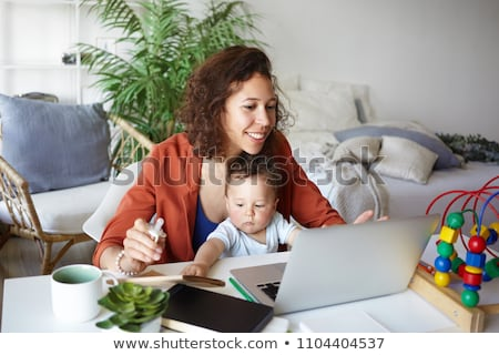 bebek · dizüstü · bilgisayar · kullanıyorsanız · beyaz · bilgisayar · yüz · Internet - stok fotoğraf © 26kot