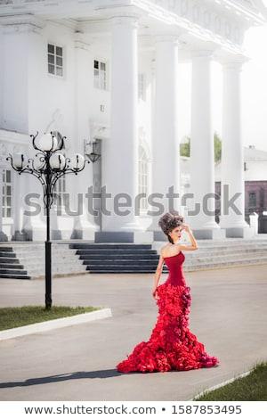 Dikey görüntü genç kadın poz sütun kırmızı Stok fotoğraf © deandrobot